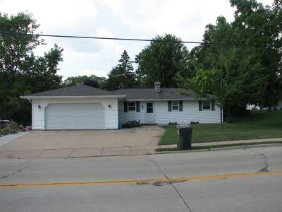 Kaukauna Single Family Home Active-Offer No Bump: 1801 Green Bay