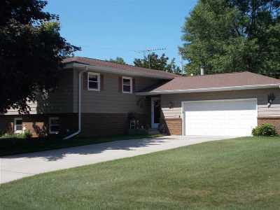 Menominee Single Family Home Active-No Offer: 4611 14th