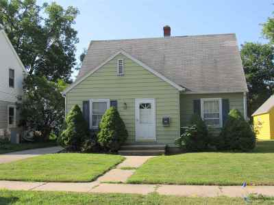 Menasha Single Family Home Active-Offer No Bump: 225 Frederick
