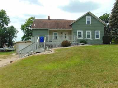 Kaukauna Single Family Home Active-No Offer: 831 S Ducharme