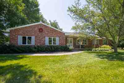 Neenah Single Family Home Active-No Offer: 1127 Weatherwood