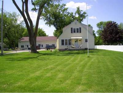 Menasha Multi Family Home Active-Offer No Bump: 1126 Manitowoc