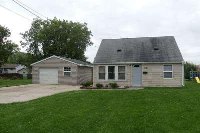 Kaukauna Single Family Home Active-No Offer: 1121 Harrison