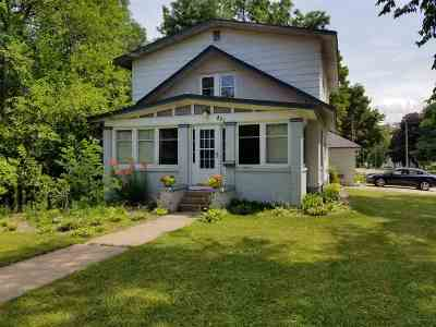 Waupaca Single Family Home Active-No Offer: 821 Berlin