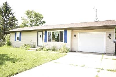 Pulaski WI Single Family Home Active-Offer No Bump: $130,000