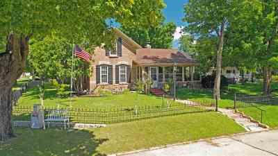 Waupaca Single Family Home Active-Offer No Bump-Show: 401 Waupaca