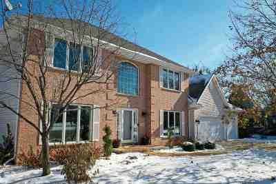 Neenah Single Family Home Active-No Offer: 752 Saddlebrook