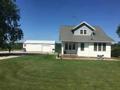 Seymour Single Family Home Active-No Offer: N1145 Lawn