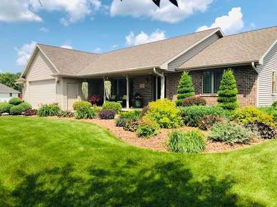 Pulaski WI Single Family Home Active-No Offer: $399,900