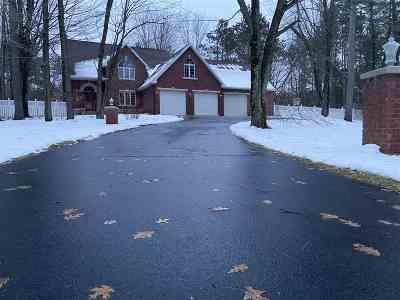 Oconto County Single Family Home Active-No Offer: 616 Bucks