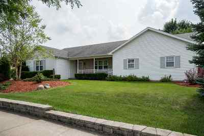 Little Chute WI Single Family Home Active-No Offer: $219,900