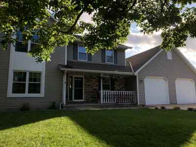 De Pere Single Family Home Active-No Offer: 715 Red Cedar