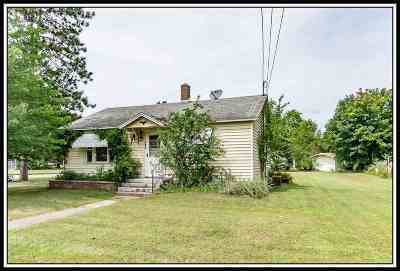 Waupaca Single Family Home Active-No Offer: 1003 Park