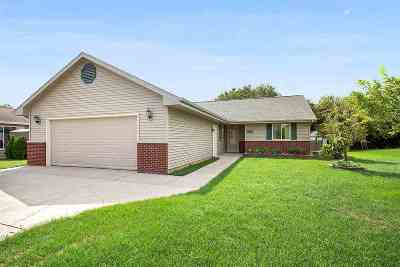Neenah Single Family Home Active-No Offer: 2076 Deer Prairie