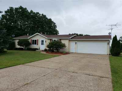 Waupaca Single Family Home Active-No Offer: N3286 Deerview