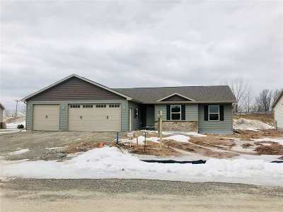 Kaukauna Single Family Home Active-No Offer: 1465 Mase
