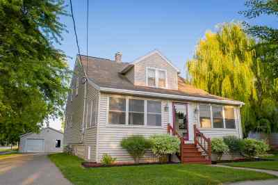 Menasha Single Family Home Active-Offer No Bump: 727 London