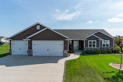 Neenah Single Family Home Active-Offer W/Bump-Show: 1828 Hedgeview