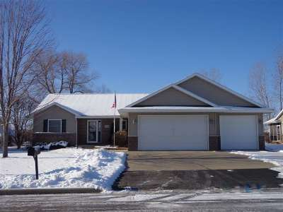 Menasha Single Family Home Active-No Offer: 1422 Chesterfield