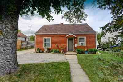 Neenah Single Family Home Active-No Offer: 941 Riverlawn
