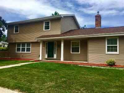 Oshkosh Single Family Home Active-No Offer: 1290 Maricopa