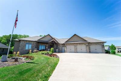 Neenah Single Family Home Active-No Offer: 1835 Presidential