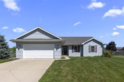 Neenah Single Family Home Active-No Offer: 1567 Meadow Heights