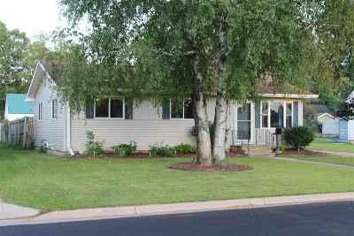 Shawano Single Family Home Active-No Offer: 1112 S Evergreen