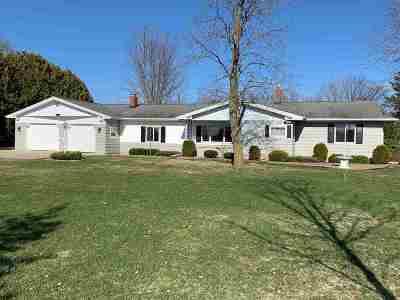 Pulaski WI Single Family Home Active-No Offer: $285,000