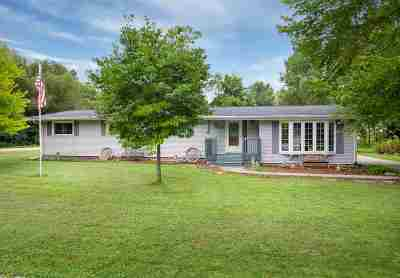 Winneconne Single Family Home Active-Offer No Bump: 911 Elm