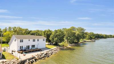 Green Bay Single Family Home Active-No Offer: 4745 Edgewater Beach