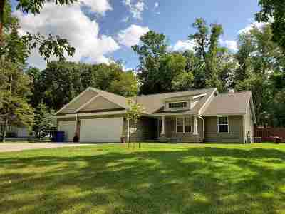 Winneconne Single Family Home Active-Offer W/Bump-Show: 5917 Indian Shores