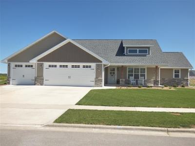 Green Bay Single Family Home Active-No Offer: 1586 Spencers Crossing
