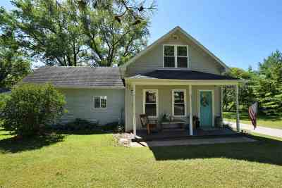 Little Suamico WI Single Family Home Active-Offer No Bump: $179,900