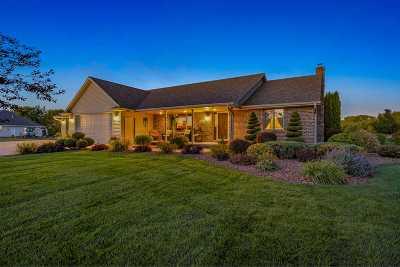Pulaski WI Single Family Home Active-No Offer: $399,900