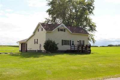Pulaski WI Single Family Home Active-Offer No Bump: $160,000