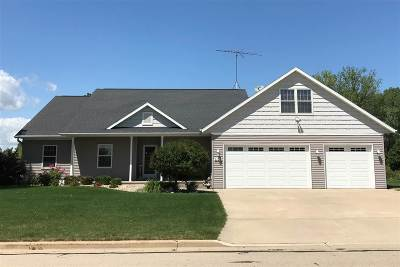Winneconne Single Family Home Active-No Offer: 1107 Twin Harbor