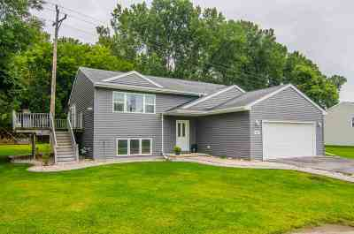 Menasha Single Family Home Active-No Offer: 812 Brighton