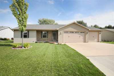 Menasha Single Family Home Active-Offer W/Bump-Show: 1121 Silver Birch