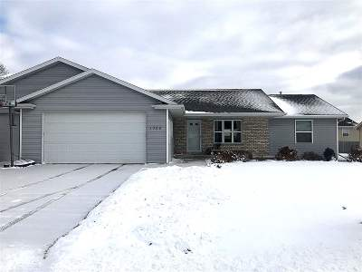 Menasha Single Family Home Active-No Offer: 1069 Durham