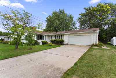 Menasha Single Family Home Active-Offer No Bump: 1039 Ida