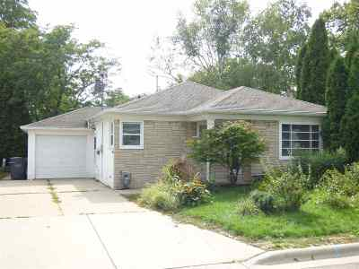 Green Bay Single Family Home Active-No Offer: 910 Catherine
