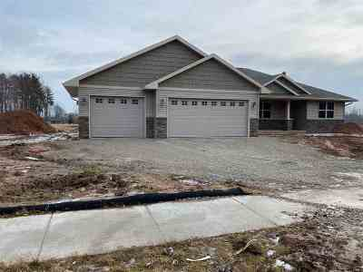 Green Bay Single Family Home Active-No Offer: 1264 Clementine