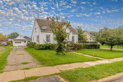 Menasha Single Family Home Active-Offer No Bump: 820 6th
