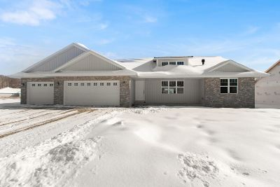 Green Bay Single Family Home Active-No Offer: 1232 Clementine