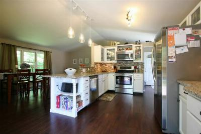 Single Family Home : 14 Sedona Ct