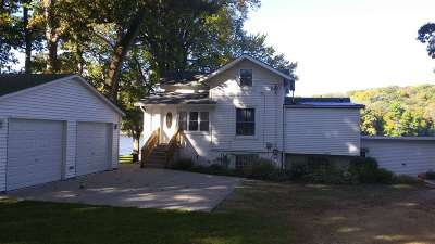 Beloit Single Family Home For Sale: 2908 S Riverside Dr