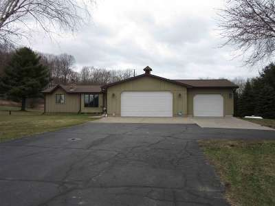 Wisconsin Dells Single Family Home For Sale: 985 N Grouse Ln