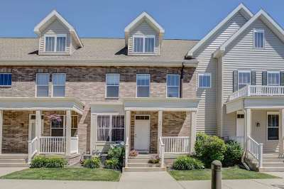 Fitchburg Condo/Townhouse For Sale: 33 S Gardens Way