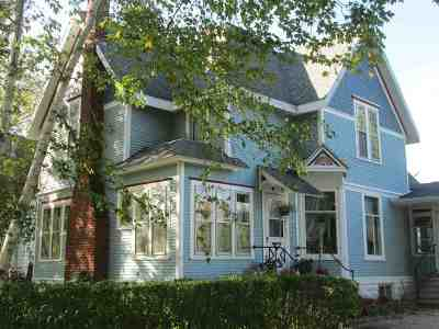 Evansville Single Family Home For Sale: 136 W Liberty St